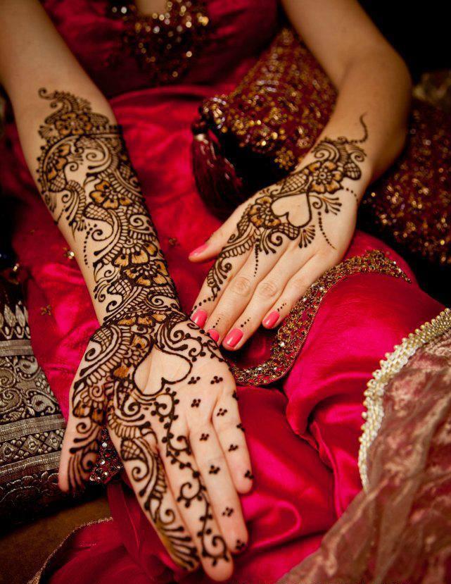 Heart shaped mehndi design For Hands