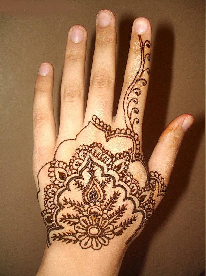 Simple And Stylish Mehndi Design