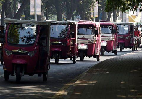 Lahore: Women take the wheel as Gulabi (Pink) Rickshaw service