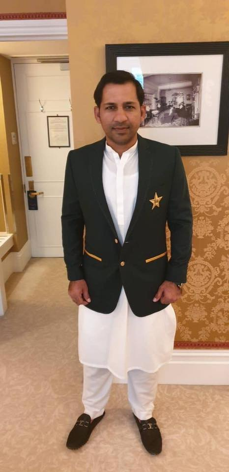 Sarfraz Ahmed Met With Queen Elizabeth & Prince Harry At Buckingham Palace