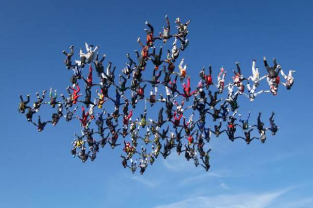 138 Skydivers 1 snowflake world record