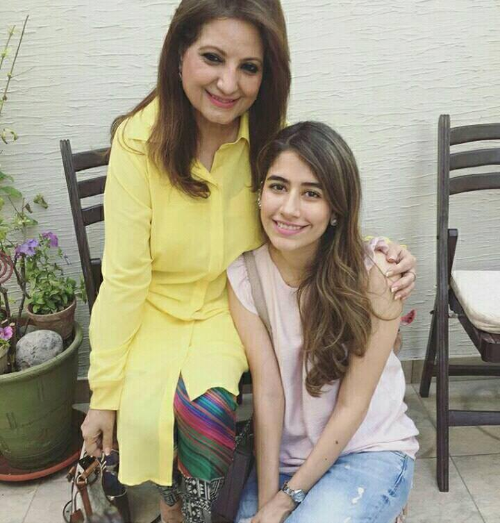 ‎Syra Shehroz‬ with her ‎Mother in Law‬