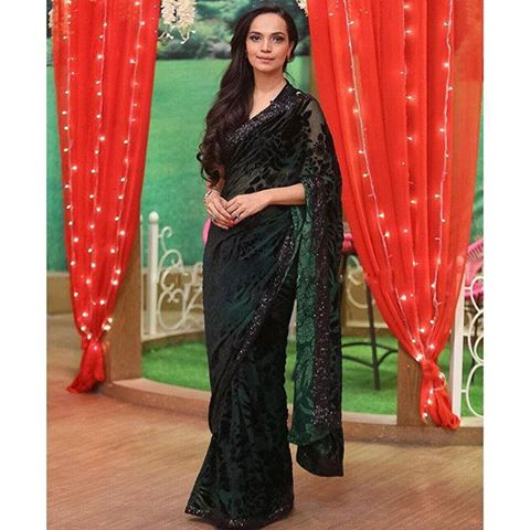 Aamina Sheikh looking pretty in saree