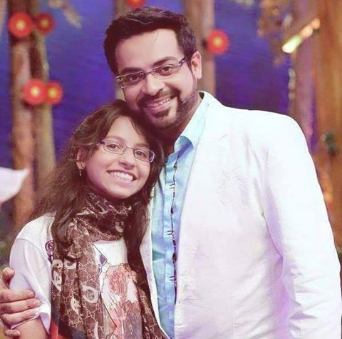 Aamir Liaquat Hussain With Daughter At Inaam Ghar Plus Set