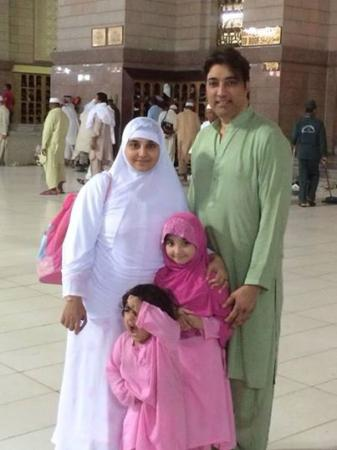 Actor Saud And Javeriya With Their Kids On Umrah