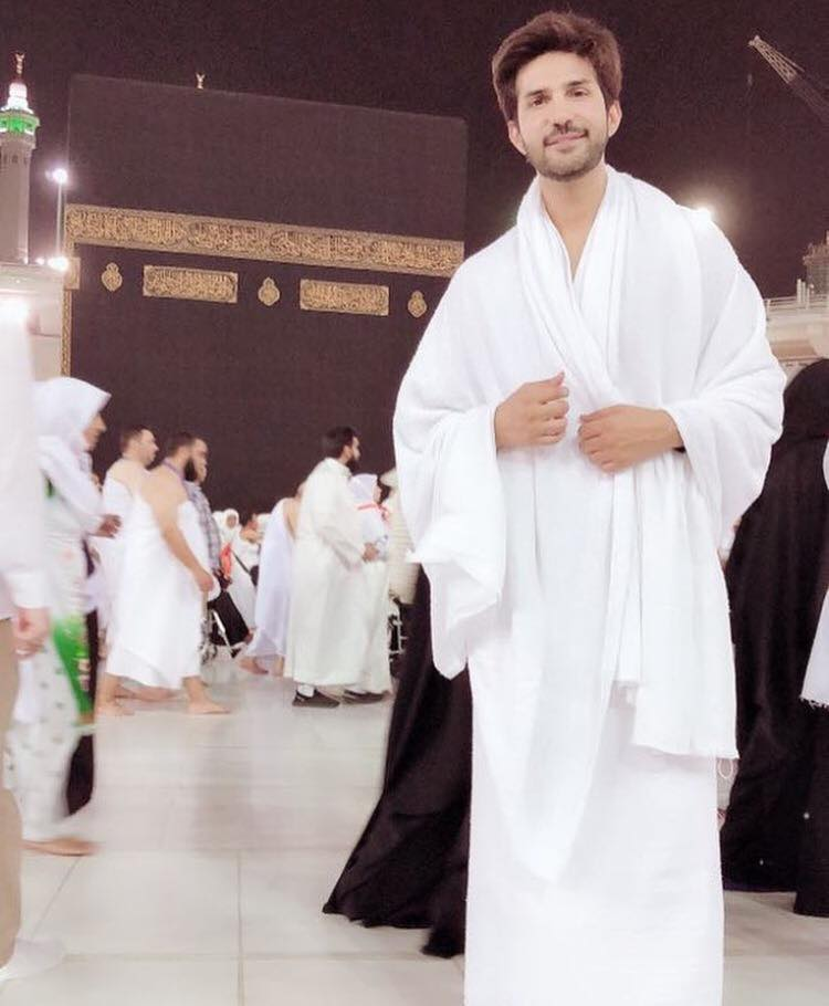 Adeel Chaudhry Performing Umrah