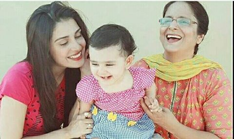 Adorable click of ‪‎Ayeza Khan‬ with her ‪Mother‬ & ‪Daughter