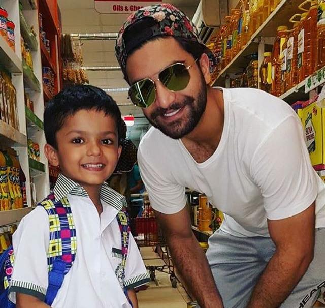 Ahad Raza Mir Clicked With A Little Fan