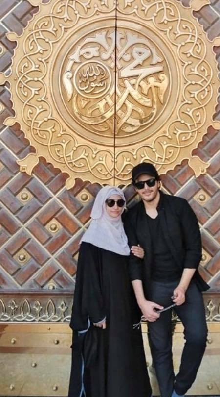 Ahsan Khan With His Wife In Masjid Nabawi
