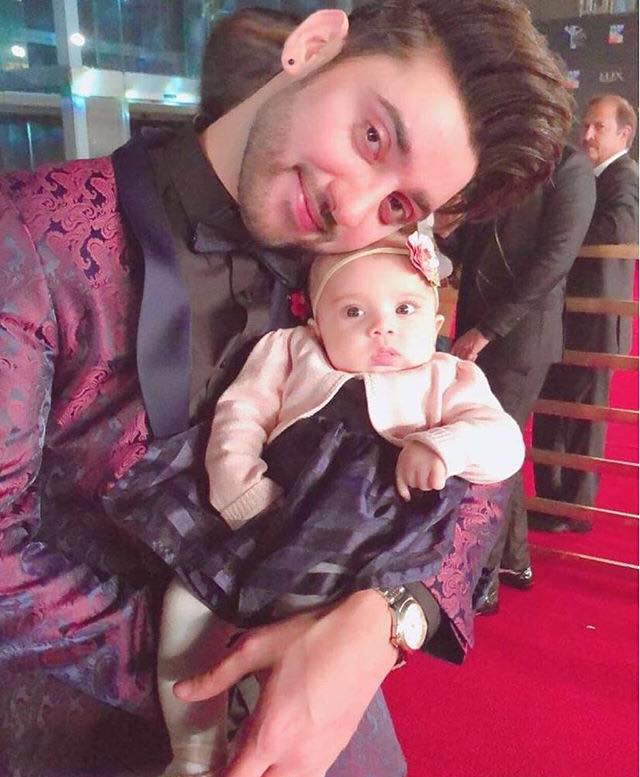 Amanat Ali With His Daughter At Lux Awards