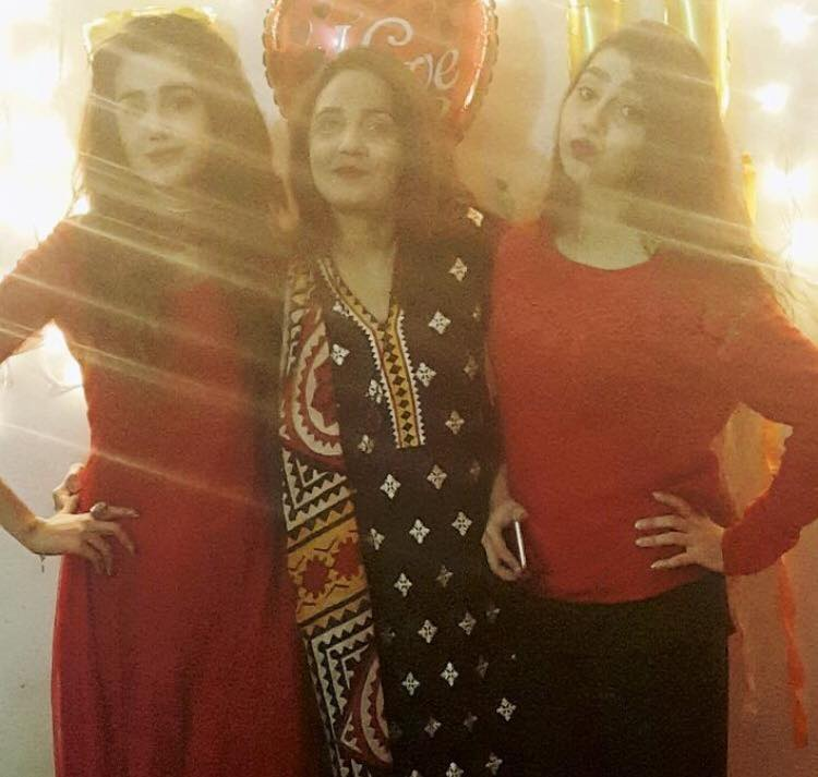 Anum Fayaz With Her Mother & Sister