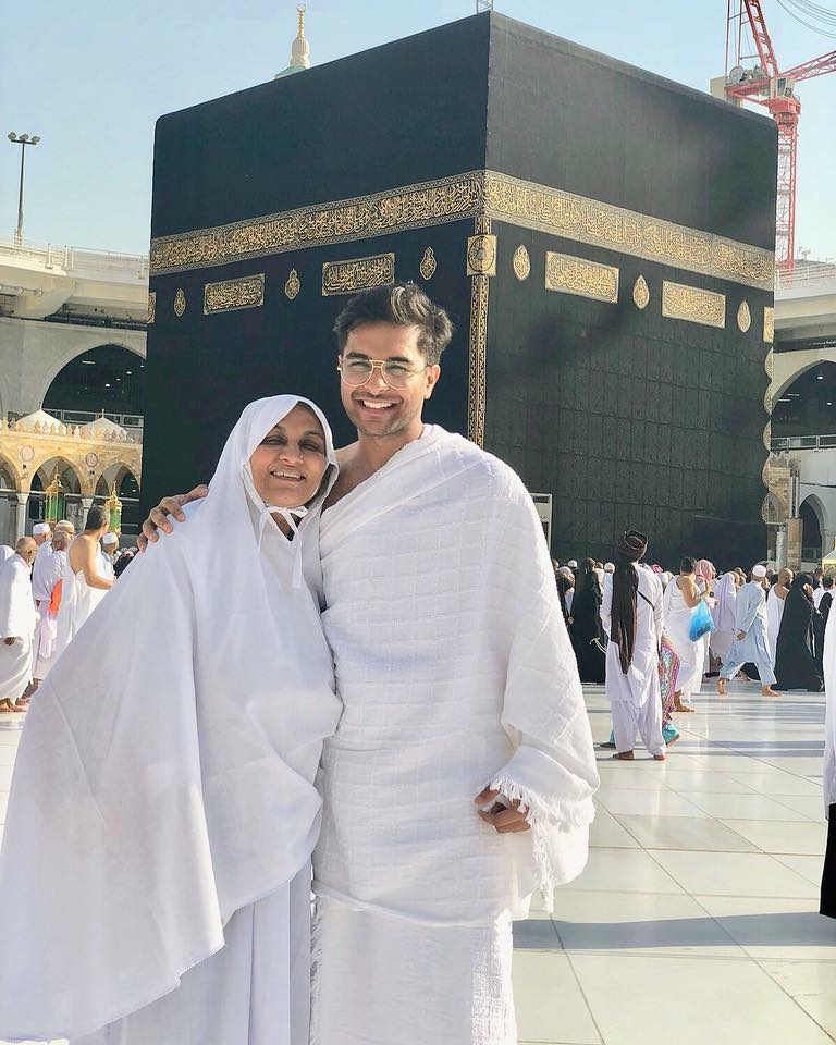 Asim Azhar Performing Umrah With His Mother