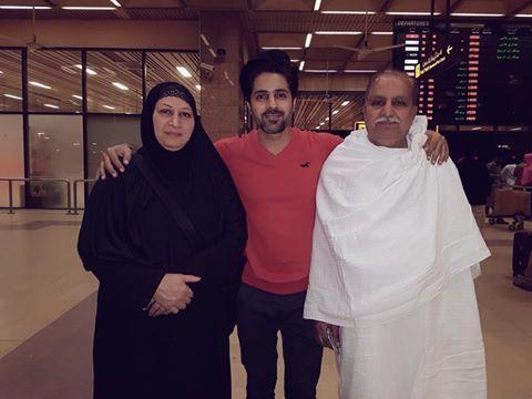 Asim Mehmood With His Parents