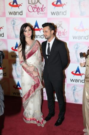 Atif Aslam Sara Bharwana at Lux Style Awards 2013