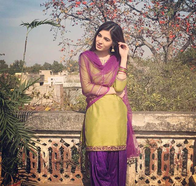 Ayesha Omar On The Sets Of Film Rehbra