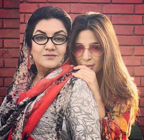 Ayesha Omar & Hina Dilpazeer On The Sets Of Bulbulay