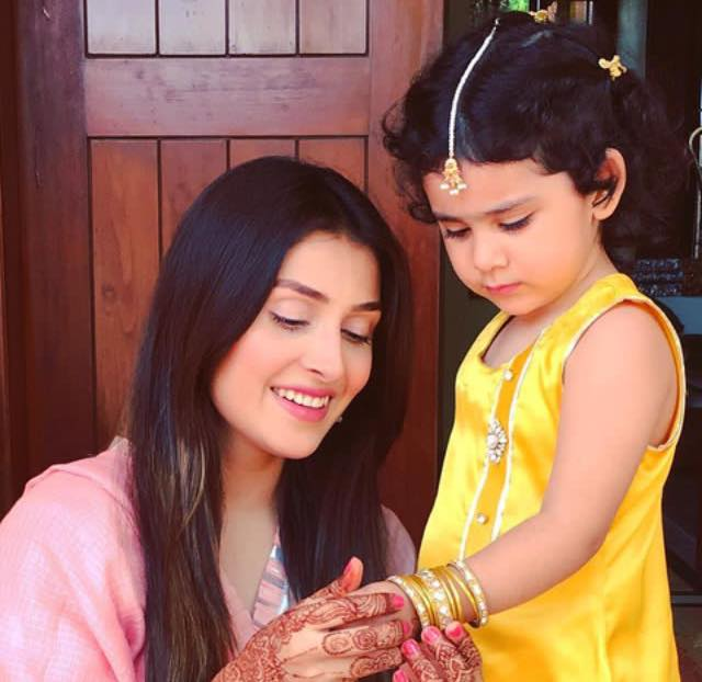 Ayeza Khan With Her Daughter On Eid