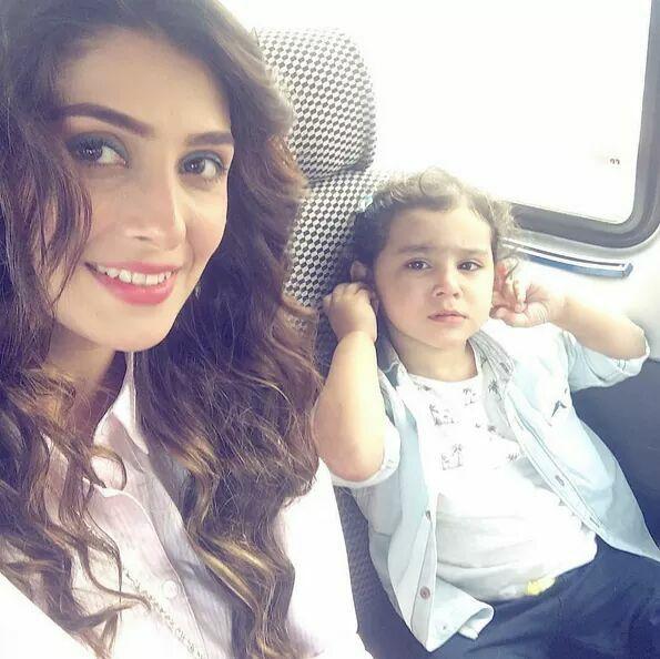 Ayeza Khan With Hoorien