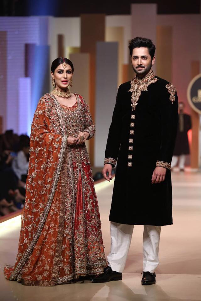 Ayeza Khan & Danish Taimoor Walk On The Ramp