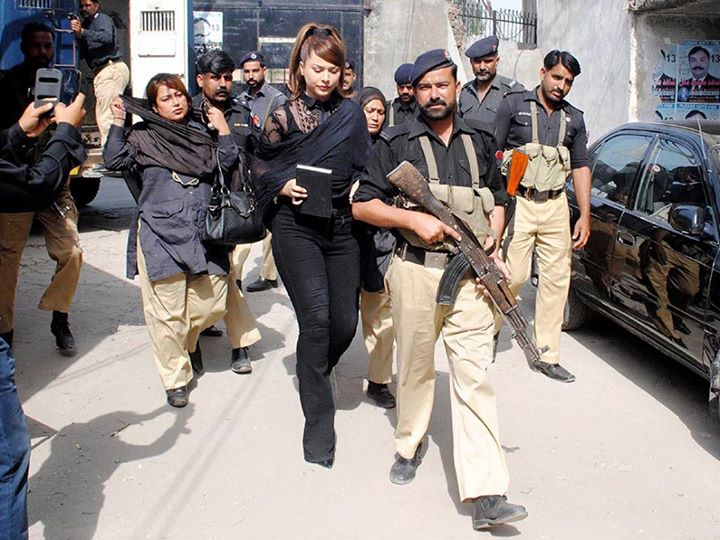 Ayyan Ali Catwalk From Jail To Court
