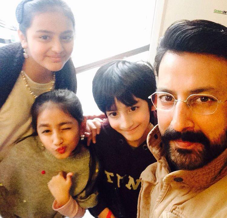 Babar Ali Having A Good Time With His Kids