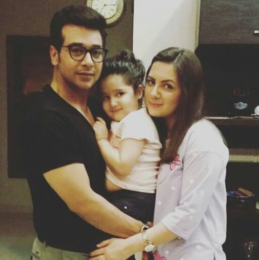 Beautiful Click of Faisal Qureshi With Wife Sana & Daughter Ayat