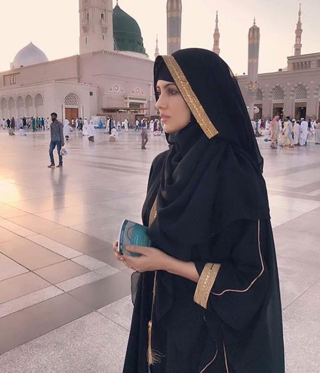 Bollywood Actress Sana Khan In Madina