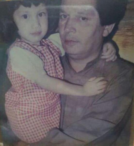 Childhood Photo Of Sidra Batool With Her Father