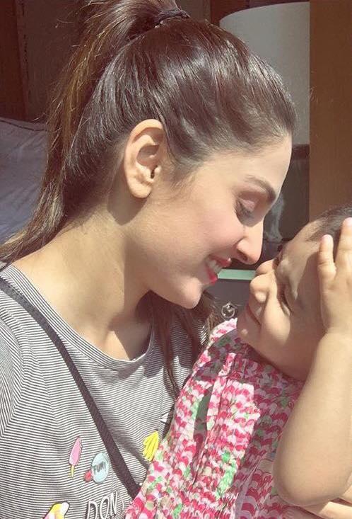Cute Click Of Ayeza Khan With Hoorain