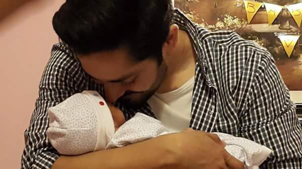 Danish Taimoor With His Daughter