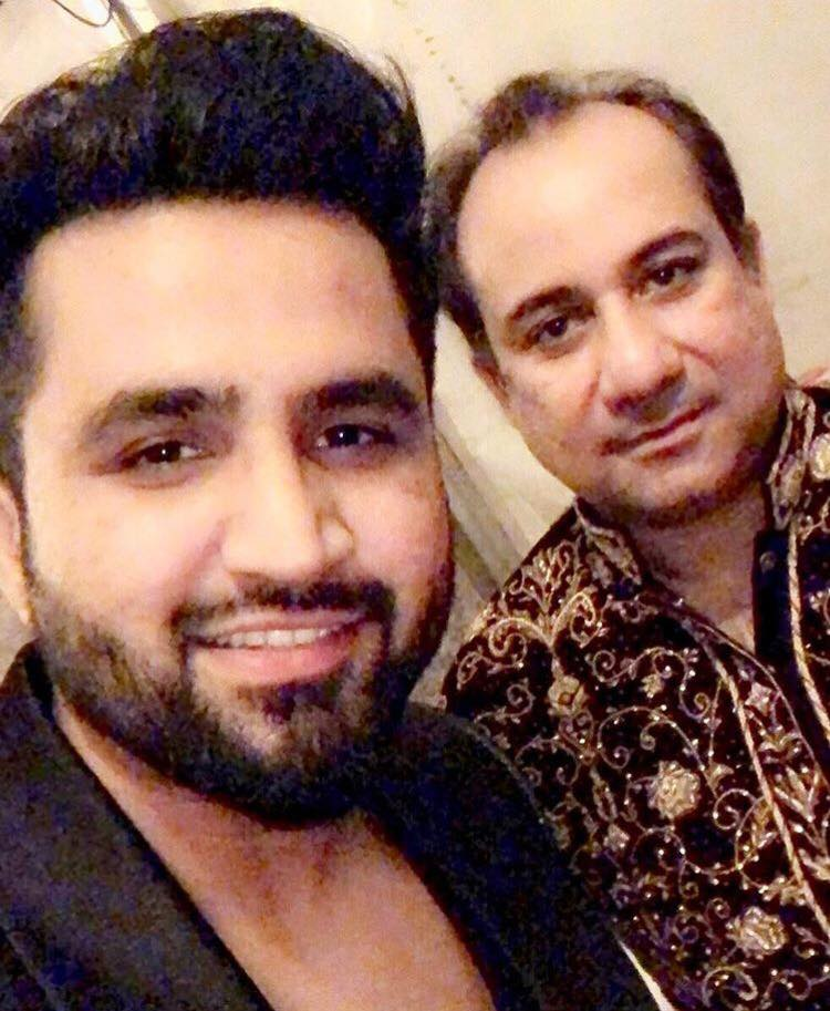 Falak Shabir Clicks A Selfie With Rahat Fateh Ali Khan