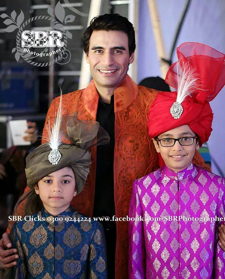 Farhan Ali Agha With His Kids