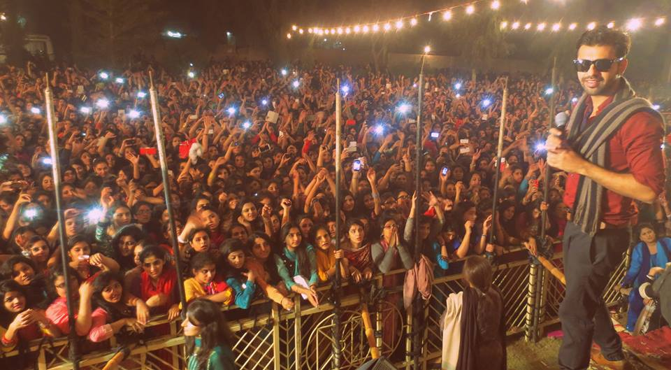Farhan Saeed Performed In Multan