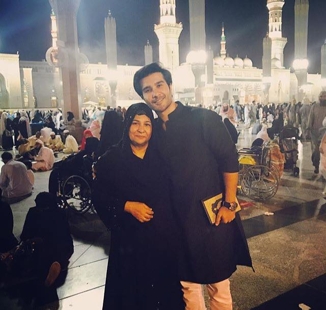 Feroze Khan With His Mother In Madina