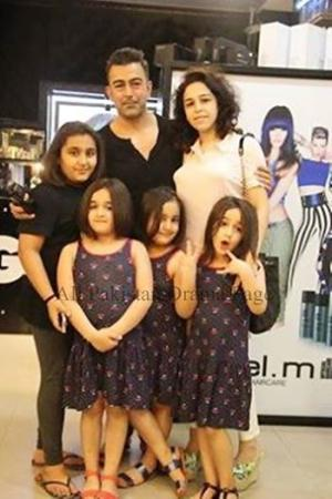 Film Star Shaan With His Wife And Daughter