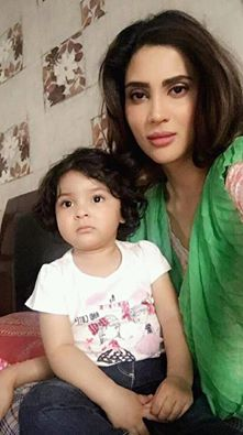 Fiza Ali‬ With Her Cute Daughter
