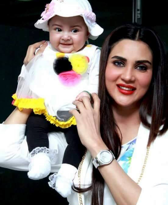 Fiza Ali With Her Daughter