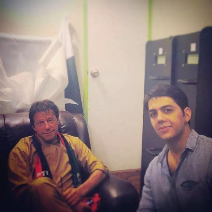 Gohar Mumtaz Met PTI Chairman Imran Khan In PTI Dharna