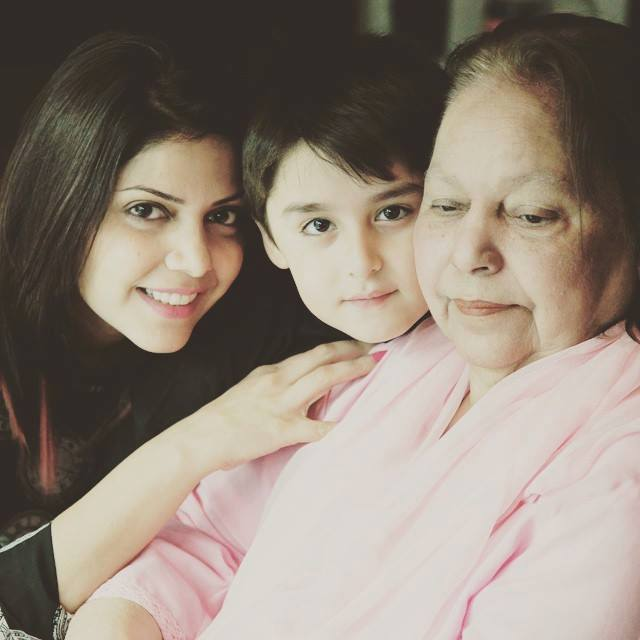 Hadiqa Kiani With Her Son And Mother