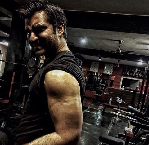 Hamza Ali Abbasi Pumping Iron In The Gym