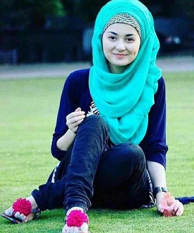Hania Amir In Hijab