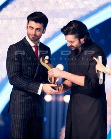 Hum TV Awards Hamza Ali Abbasi presenting Award To Fawad Afzal Khan