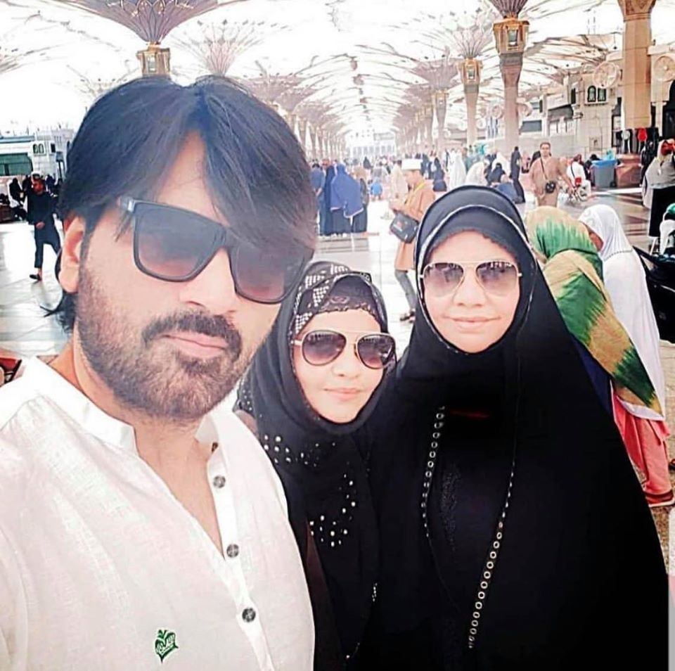 Humayun Saeed With His Wife & Sister In Law In Madina Sharif After Performing Umrah
