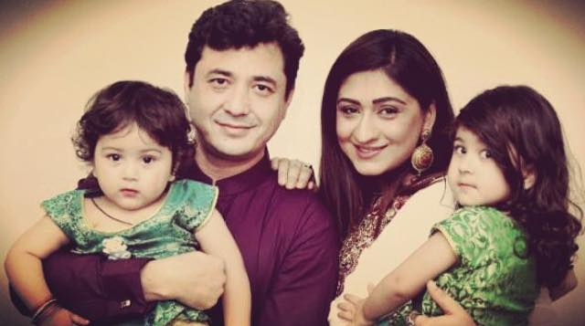 Madiha Rizvi With Husband & Daughters