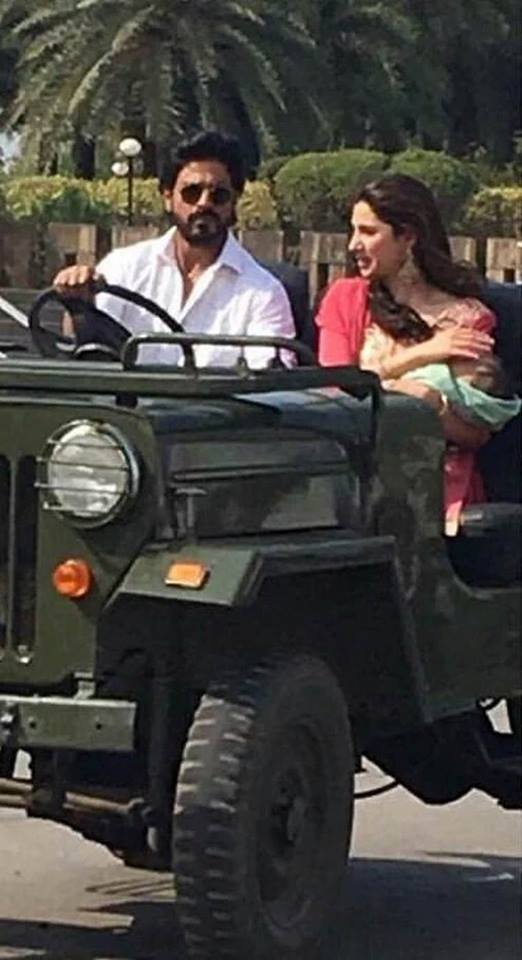 Mahira Khan with SRK on sets of Raees