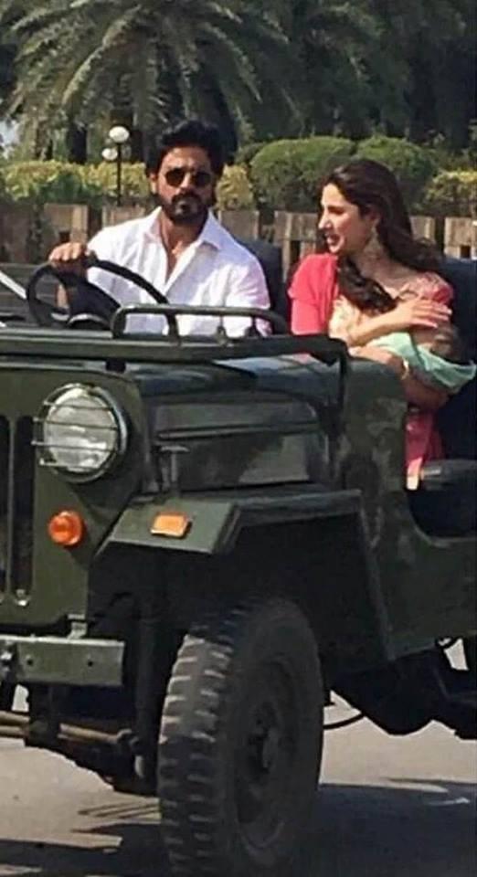Mahira Khan with SRK on sets of Raees