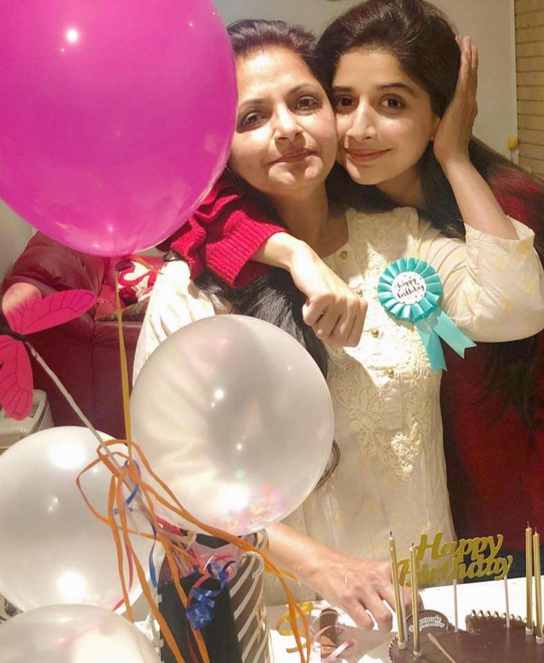 Mawra Hocane With Her Mother On Her Birthday