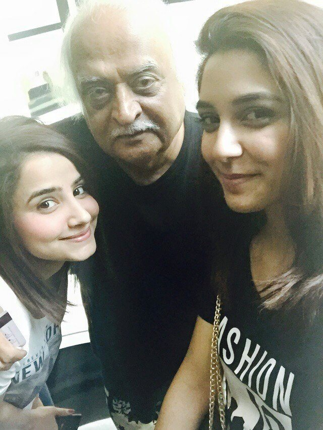 Maya Ali And Saniya Shamshad With Legend Anwar Maqsood