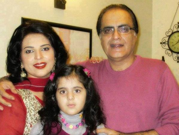 Mehmood Aslam With His Second Wife Amber Nosheen & Their Daughter