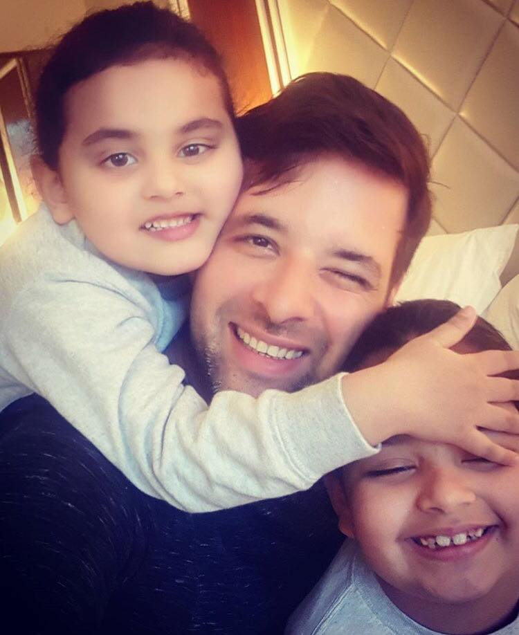 Mikaal Zulfiqar With His Daughters
